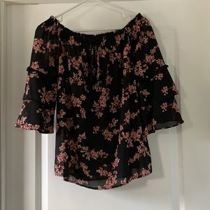 Ruffle sleeve shirt with floral pattern